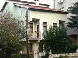 Tarabya Ferahevlerde bahçe içinde kısmi boğaz manzaralı 3 balkon 18 m2 teraslı müstakil villa nakit satılık