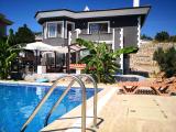 seferihisar da site içinde havuzlu ultra lüx villa
